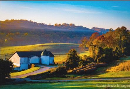 Granogue Barn = Photograph by Robert Lott